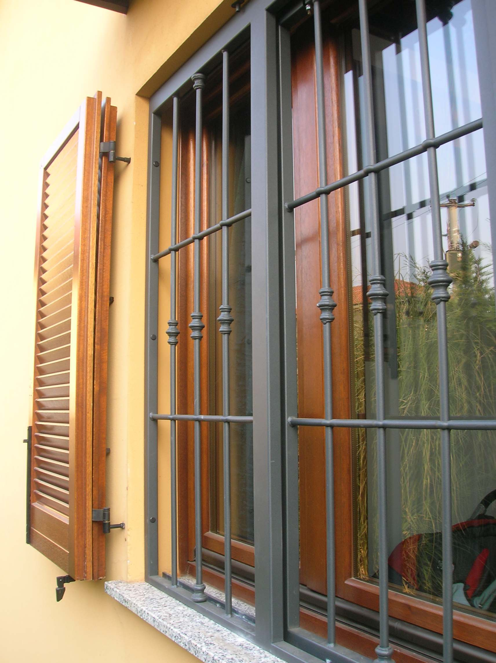 Inferriate e grate di sicurezza seregno slcm srl - Disegni di grate per finestre ...