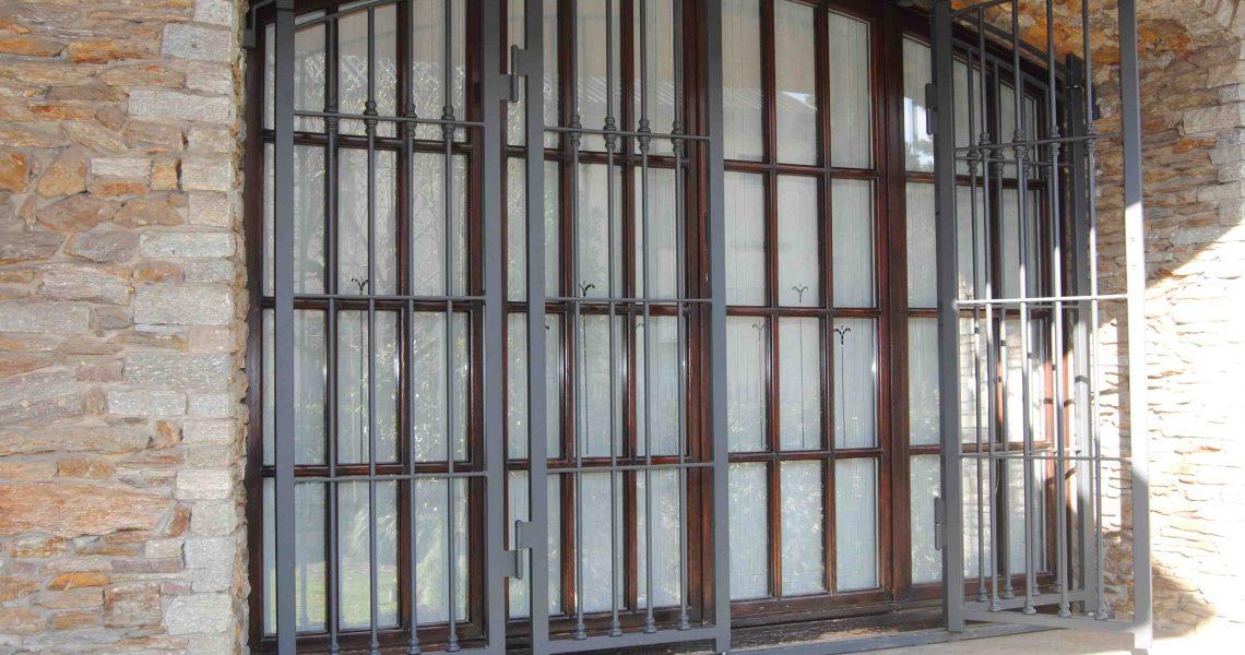 Inferriate e grate di sicurezza a busnago slcm srl - Inferriate estensibili per finestre ...